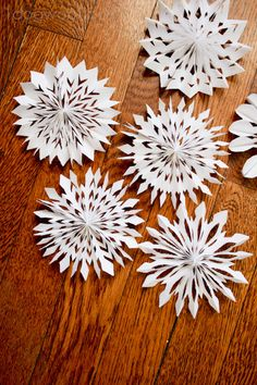 One Dog Woof: Medallion Snowflakes. THese look sooo pretty!