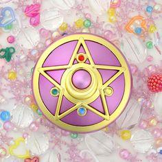 @Kristin West Moon Sailor Moon Moonlight Memory Crystal Star Mirror Case! Shopping info here http://www.moonkitty.net/buy-sailor-moon-make-up-miracle-romance-shining-moon-powder.php #SailorMoon