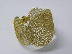 Bracelete Mandalas feito com fio de prata banhado a ouro (R$ 500)