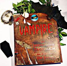 Dieses Vampirbuch ist eine Schönheit. Man klappt es auf und es gibt so viele liebevolle Details zu entdecken, dass ich nur noch 'Oh' und 'Ah' staunen kann. #vampire #vampir #vampires #buecher #buch