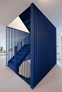 RA Projects inserts blue steel staircase into London house for Roksanda Ilincic Interior Staircase, Modern Staircase, Staircase Design, Staircase Ideas, Staircase Remodel, Stair Design, Wood Staircase, Spiral Staircase, Architecture Details