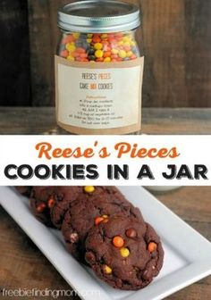 Reeses Pieces Cookies in a Jar - Need a great DIY gift idea? These ooey gooey chocolatey cookies are decadent and delicious gifts in a jar and are super simple to make. The gift recipient only needs to add two ingredients: eggs and oil. Diy Gifts In A Jar, Jar Gifts, Food Gifts, Homemade Gifts, Gift Jars, Candy Gifts, Homemade Food, Mason Jar Cookies, Cookie Jars