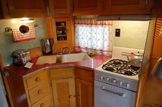 Perfect little kitchen in a perfect little vintage camper. Looks like an Owosso!