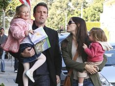 Холивудският актьор Мат Деймън вече ще живее в съседство с колегата си Бен Афлек, след като закупи имение за скромните 15 милиона долара до това на приятеля си Бен в Лос Анджелис.    Read more: http://showbusiness.actualno.com/Ben-Aflek-i-Mat-Dejmyn-veche-sa-sysedi--news_400132.html