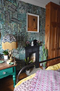 Funky home decor pin number A big funky and exciting resource on fun… - Eclectic Home Decor Cafe Interior, Interior Design, Interior Paint, Interior Ideas, Maximalist Interior, Location Villa, Luxury Duvet Covers, Green Sofa, Funky Home Decor