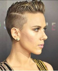 Scarlett Johannson's cut and color is amazing!