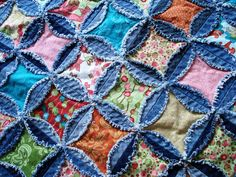"Denim rag quilt - this is another quilt-as-you-go project. Love it! Use 6 ½"" denim circles, 4"" batting squares, 5"" charm squares"