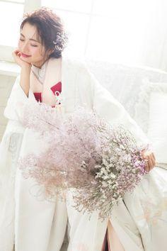 和装がもっと楽しくなる♡白無垢×色掛下コーデ|aim札幌店 Wedding Kimono, Boho Wedding Dress, Wedding Dresses, Floral Wedding Stationery, Japanese Wedding, Flower Bouquet Wedding, Kimono Fashion, Spring Wedding, Flower Arrangements