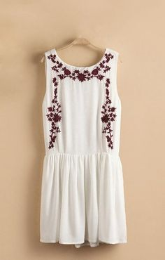 Floral Embroidered Pleating Hem Sleeveless Dress.