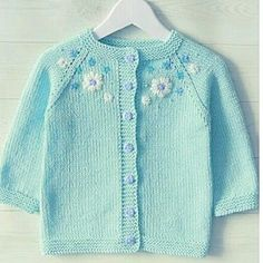Baby Cardigan Knitting Pattern, Knitted Baby Cardigan, Chunky Knitting Patterns, Lace Knitting, Girls Sweaters, Baby Sweaters, Wool Sweaters, Crochet Kids Hats, Knitting For Kids
