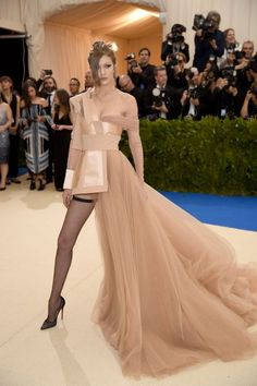 See the Met Gala 2017 dresses on Vogue. Don't miss all the Met Gala 2017 red-carpet dresses as they arrive. From Rihanna and Beyonce to Katy Perry and Blake Lively, see the Met Gala dresses for 2017 here. Met Gala 2017 Dresses, Met Gala Outfits, Style Gigi Hadid, Gigi Hadid Outfits, Gigi Hadid 2017, Avant Garde Dresses, How To Have Style, Look Star, Met Gala Red Carpet