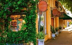 Viernes Culturales in Calle Ocho, Littel Havana (Miami, Florida)