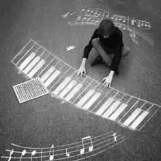 Good sidewalk chalk activity for kids learning piano. Arte Do Piano, Piano Art, Chalk Photography, Creative Photography, White Photography, Chalk Photos, Photos Du, Message Vocal, Foto Fun