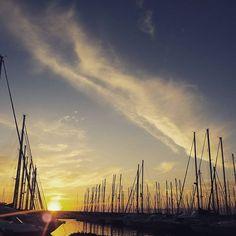 ◇Passeggiata al porticciolo di #civitavecchia. Che invidia passare davanti a quelle barche!◇ #sunsetlovers #seacity #sunset_madness #yatch #yay #yatchclub #yatchlife #borghiditalia #fotografoitaliano #rome #romexperience #roma #fuorirotta #barcaavela #vele #cloudporn #clouds #tramonto #tramonti__italiani #oldcity #lighteffect #lonelyplanet #edreamers #bluesky #seaview #specchiodacqua #igersoftheday #igerslazio #igersroma