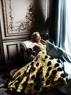 Rosamund Pike by Mario Testino for Vanity Fair, February 2015
