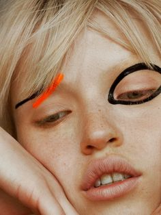 💄 20 Abstract Makeup Looks 🎨 catwalk makeup abstract simple no makeup black orange Crazy Make Up, Make Up Art, How To Make, Catwalk Makeup, Eye Makeup, Alien Makeup, Witch Makeup, Scary Makeup, Skull Makeup