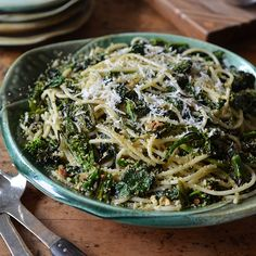Spicy, charred broccoli rabe is tossed with strands of al dente chitarra pasta and crunchy bread crumbs in this elegant, yet easy pasta dish. Top Recipes, Wine Recipes, Pasta Recipes, Cooking Recipes, Charred Broccoli, Grilled Broccoli, Spicy Broccoli, Broccoli Pasta, Parmesan Pasta