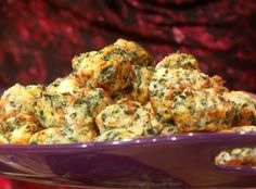 Mini Muffin Spinach & Artichoke Bites--An easy and delicious appetizer for a party.