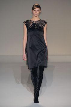 Alberta Ferretti at Milan Fashion Week Fall 2011 - Runway Photos