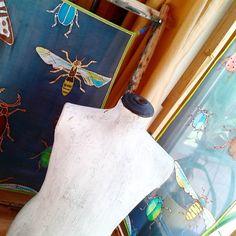 At the moment.  #bugscarf #beforesteaming #silkscarf #workinprogress #designerfashion #ikozosseg #bogarak #magyardivat #behindthescenes #myworks
