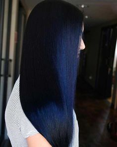 Night sky blue hair color idea Pinner 23 Beautiful Blue Black Hair Color Ideas to Copy ASAP Image Si Blue Black Hair Color, Dark Blue Hair, Cool Hair Color, Hair Colors, Curly Hair Styles, Natural Hair Styles, Ombre Hair, Midnight Blue Hair, Feed In Braid
