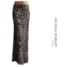 "Host pick 💥Animal print plus size skirt Beautiful plus size skirt with fold over waist . Materials is 96% polyester 4% spandex . Waist measures :36"" length :37 . Skirts Maxi"