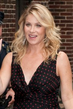 Christina Applegate hair - like the length and waves