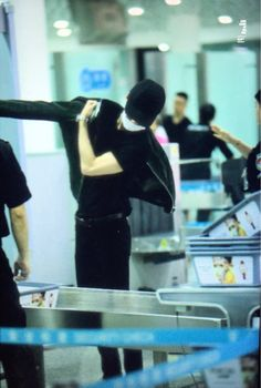 Sehun - 160410 Shenzhen Airport, departing for Incheon Credit: Awesome Sehunee. (심천공항 출국)
