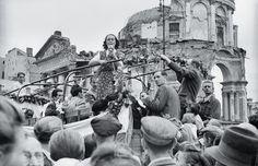 Występy artystyczne na pl. 3 Krzyży Alina Janowska 1947