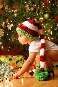Baby Elf Pompon Stripe Crochet Hat Pattern Booties Set Photography 2014 Christmas - Christmas Tree, Bubble Garland, Stocking Hat
