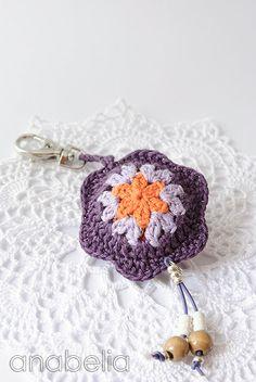 Crochet Flowers Design Flower crochet keychain by Anabelia Crochet Puff Flower, Crochet Flower Patterns, Crochet Mandala, Crochet Blanket Patterns, Crochet Designs, Crochet Gloves, Knit Or Crochet, Crochet Gifts, Crochet Keychain