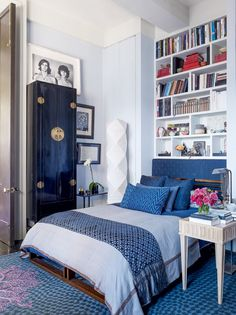 I could see the shelves behind the bed holding shoes. Interior And Exterior, Interior Design, My Property, Closet Space, Bedroom Styles, Nook, Architecture Design, Sweet Home, Bedrooms