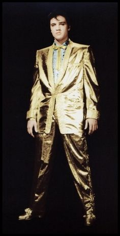 Gold Suit 2 only 7 images of Golden Boy Elvis have seen the light of day so far. But it would make perfect sense that more shots were taken. Elvis And Priscilla, Priscilla Presley, Elvis Presley Pictures, Graceland Elvis, Gold Lame, Country Music Stars, Raquel Welch, Rock And Roll, Actors