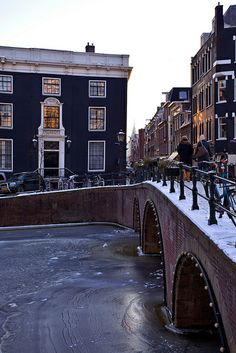 Amsterdam.  Think this would be good for my watercolour class next week.  Lots of negative space.