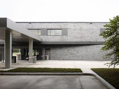 EASTON+COMBS, hiepler, brunier, · Airport Parking by Easton + Combs