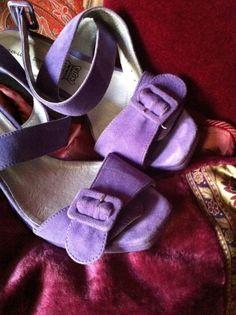Je viens de mettre en vente cet article  : Sandales à talons Jean Louis Scherrer…