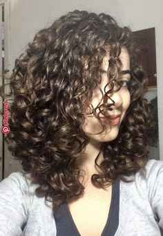If you like a hairstyle but cannot care about it properly, you will not be able to get your expected beauty for a long time. You mustn't want this. Not to face such a situation at all in your whole life, go with this caring procedure for your cu Curly Hair Styles, Haircuts For Curly Hair, Curly Hair Tips, Curly Hair Care, Short Curly Hair, Curly Girl, Wavy Hair, Medium Hair Styles, Natural Hair Styles