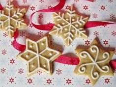Paleo mézeskalács Easy Holiday Cookies, Christmas Cookies, Xmas, Christmas Tree, Christmas Ornaments, Gingerbread Cookies, Diy And Crafts, Baking, Holiday Decor
