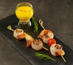 Brochettes de Saint-Jacques, sauce hollandaise. Recette : A. Beauvais Photo : C. Herlédan. https://www.facebook.com/LesProduitsLaitiers/photos/a.755206127853545.1073741845.136045459769618/755206137853544/?type=3&theater #foodie #miam #cuisine #gourmandise #gastronomie #produitslaitiers #dairy #gastronomy #lait #milk #delicious #foodporn #recette #recipe #food #fish #poisson