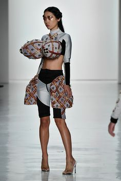A model walks the runway at the Namilia fashion show during New York Fashion Week: The Shows at Gallery Skylight Clarkson Sq on September 2017 in New York City. Funny Fashion, Weird Fashion, High Fashion, Fashion Show, Fashion Outfits, Womens Fashion, Fashion Design, Ugly Outfits, Conceptual Fashion