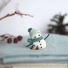 Купить Снеговичок. Брошь - белый, мятный, голубой, снеговик, броь снеговик, зима, новогодний подарок