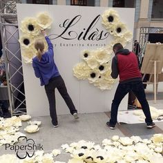 Discover thousands of images about Paper flowers Paper Flower Wall, Paper Flower Backdrop, Giant Paper Flowers, Big Flowers, Flower Decorations, Wedding Decorations, Party Kulissen, Diy And Crafts, Paper Crafts