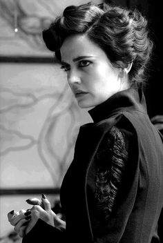 nightmare-of-tim-burton:  Miss Peregrine (Eva Green) inMiss Peregrine's Home For Peculiar Children, directed by Tim Burton