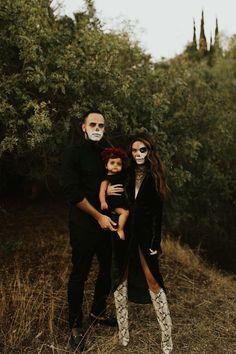 Baby's First Halloween! Halloween Costumes Pictures, Halloween Shirts Kids, Skeleton Halloween Costume, Zombie Costumes, Halloween Couples, Group Halloween, Scary Kids Costumes, Halloween City, Halloween College