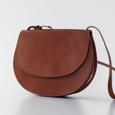 Elegant and timeless bag. Round shape vintage inspired. Interior with two spacious compartments and ...