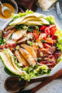 This Chicken Bacon Avocado Salad is packed with flavor! It's a quick and easy dinner idea to throw together on a busy weeknight! Honey Sesame Chicken, Balsamic Chicken, Honey Garlic Chicken, Chicken Bacon, Chicken Salads, Chicken Fajitas, Boneless Chicken, Bacon Avocado, Avocado Salad