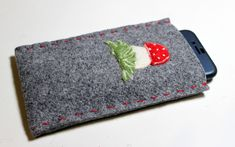 Handyhülle aus Filz Felt Phone Cases, Felt Case, Handmade Felt, Wool Felt, Ipod, Couture, Sunglasses Case, Etsy, Zip Around Wallet