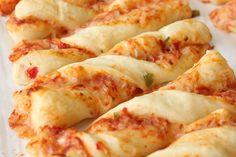 Crazy Good Pizza Twists Pizza Twists, Garlic Bread Pizza, Bread Recipes, Cooking Recipes, Cheesy Breadsticks, Tea Sandwiches, Good Pizza, Pizza Dough, Toast