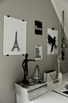 konsttryck, artprint, poster, eiffeltorn, eiffeltornet, svart fågel, svarta och vita tavlor, tavla, på väggen, grått, diamant, hay hand, chanel, hängande lampa,
