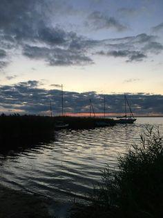 Elke avond weer anders boven het water